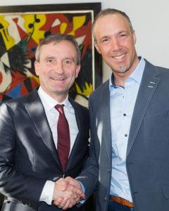 Thomas Geisel, Oberbürgermeister der Landeshauptstadt Düsseldorf mit Sven Lilienström, Gründer der Initiative Gesichter der Demokratie | © Monika Baumann